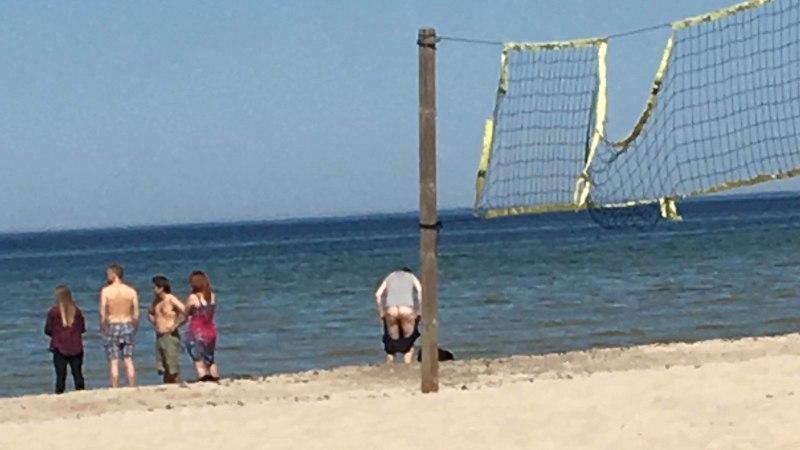 FOTOD | Oh neid pükse, mis jalas ei püsi! Igor Mang välgutas rannas meheau