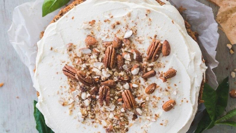 RETSEPT | Rikkaliku kreemikattega pähkline porgandikook!