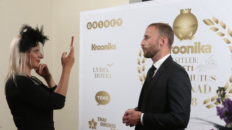 BLOGI JA GALERII | Kroonika meelelahutusauhinnad 2018: vaata, kes võitsid kuldmunad!