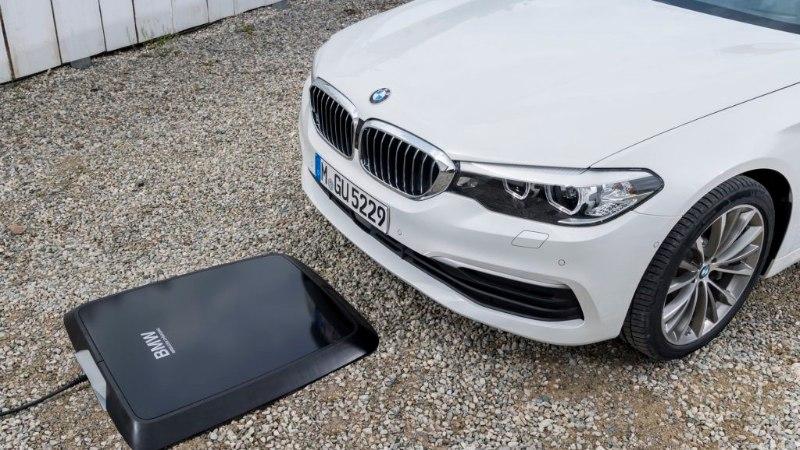 BMW tutvustas maailma esimest juhtmevaba elektriauto laadijat