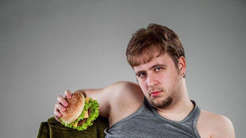 """Ülekaaluline mees: """"Kui kilosid tuli juurde, jäi voodis võhma vähemaks."""""""
