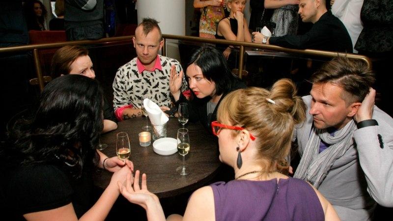 BAARI-MADISE BLOGI   Mis juhtub siis, kui šampanja asendub sõnnikuhaisuga ja ainuke glamuurne üritus on toidupoe avamine?