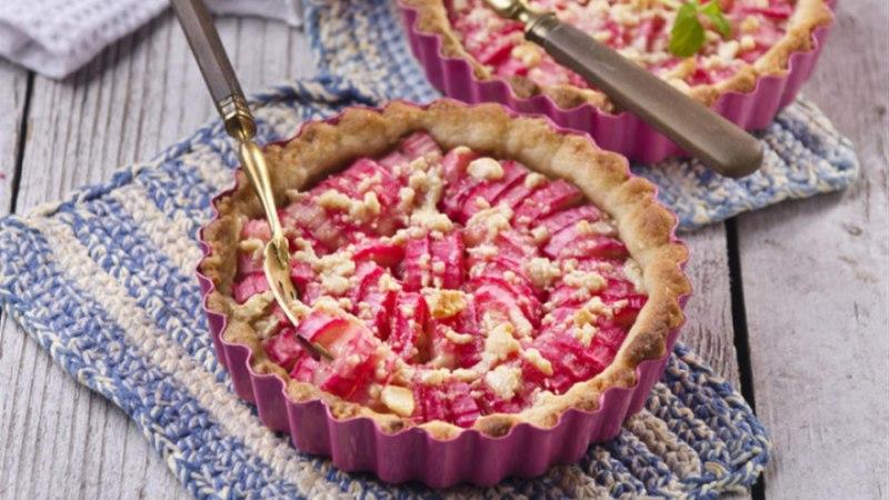 Rabarberi-tartaletid martsipani ja ingveriga