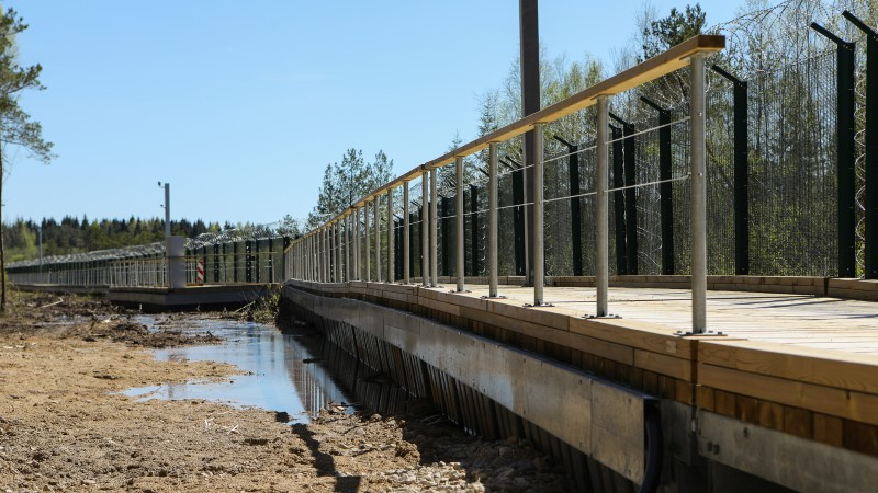 Kolm ja pool kilomeetrit pontoonidel piiriteed on valmis
