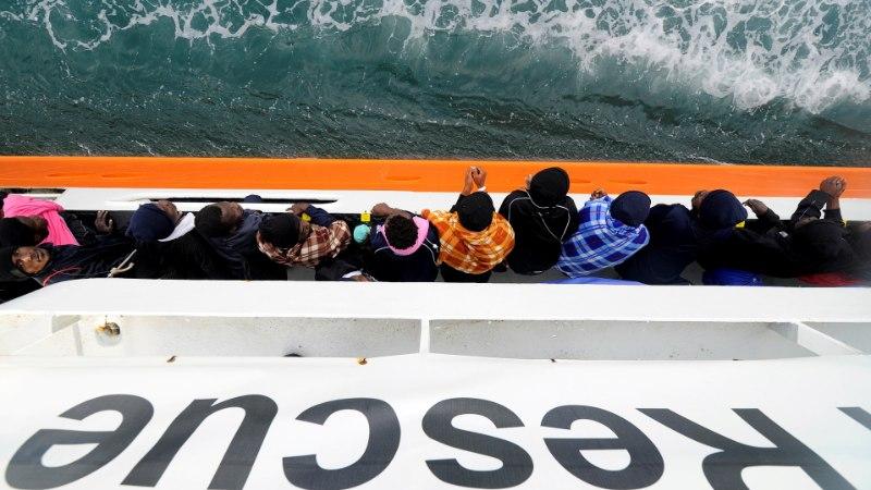 Nii Itaalia kui Malta keelduvad vastu võtmast migrantide päästelaeva