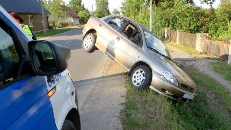 Фото: в Валга пьяный водитель хотел припарковаться, но немного не рассчитал