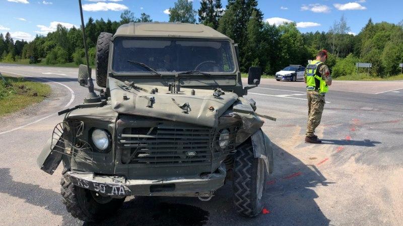 GALERII | Briti sõjaväemasin rammis Lääne-Virumaal sõiduautot