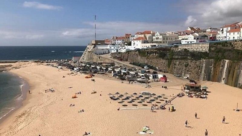 Туристы разбились насмерть, упав с 30-метровой стены, куда залезли для селфи