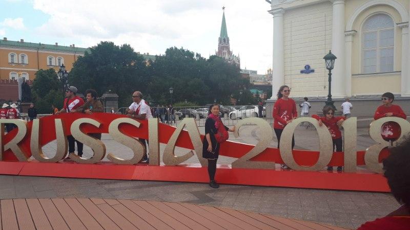 ÕL MOSKVAS | FOTOD: Üks päev MMi alguseni: Ladina-Ameerika fännid vallutavad Moskvat, kus on saudid?