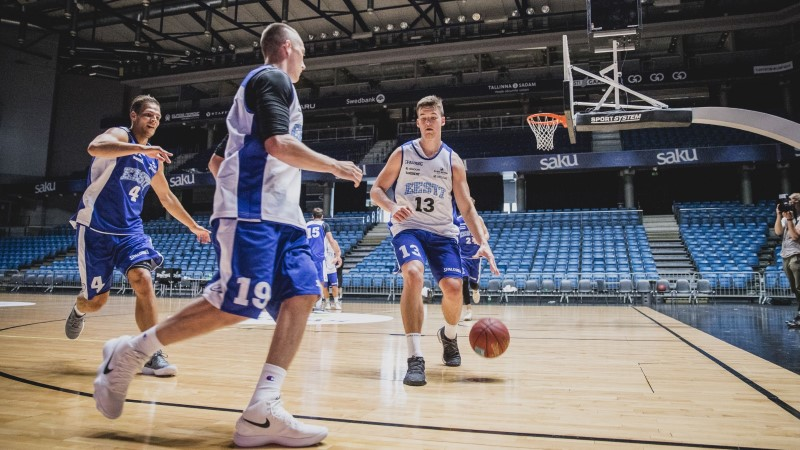 FOTOD | Värsked näod! Noorenenud korvpallikoondis sai esimest korda kokku
