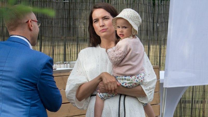 ARMSAD FOTOD | Esimene pidulik vastuvõtt: Liisi Koiksoni tütar käis Briti saatkonna kübarapeol