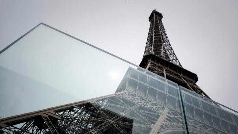 FOTOD | Eiffeli torni ümber ehitatakse terrorirünnakute takistamiseks kaitsetara