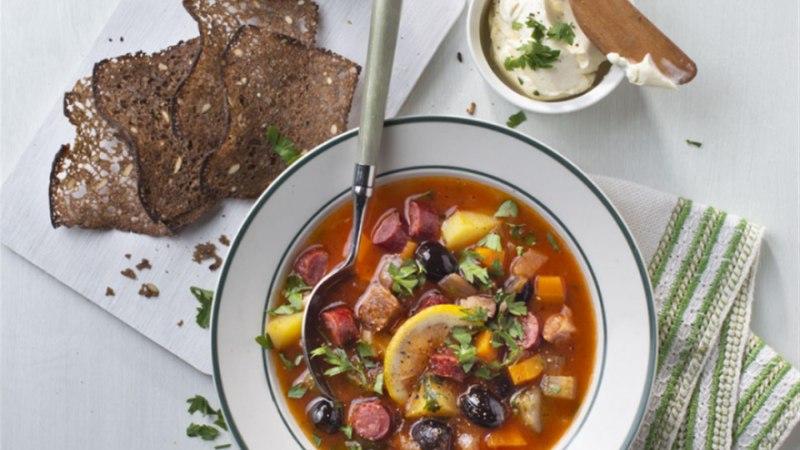 Lihtne seljanka grillliha ja -vorstiga