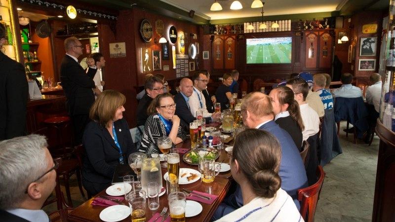 VIDEO | Tartut külastavad presidendid elavad kaasa Islandi jalkamängule