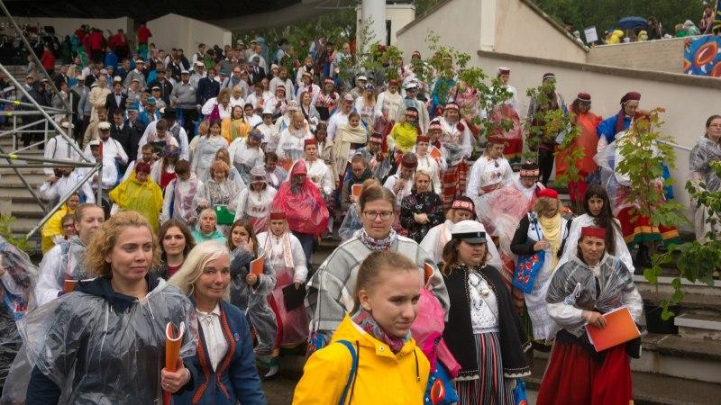 GALERII | Jaanilaulud vihmas: Gaudeamuse laulupidu kulges tõelises jaanipäeva ilmas
