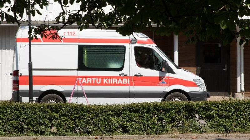 Ränk õnnetus jaanipäeval: joomapunkris kukkunud mees võitleb haiglas elu eest