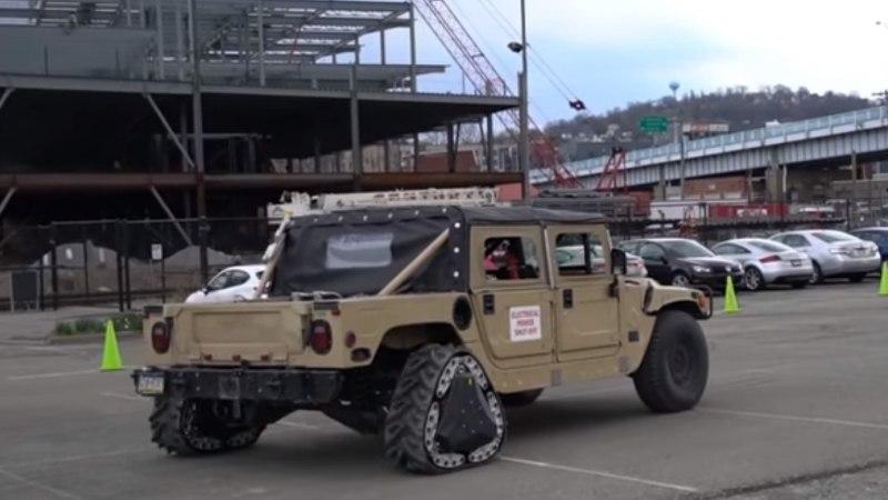 USA militaarteadlaste võimas leiutis: sõjaväemasina rehvid muutuvad sõidu ajal tankiroomikuteks