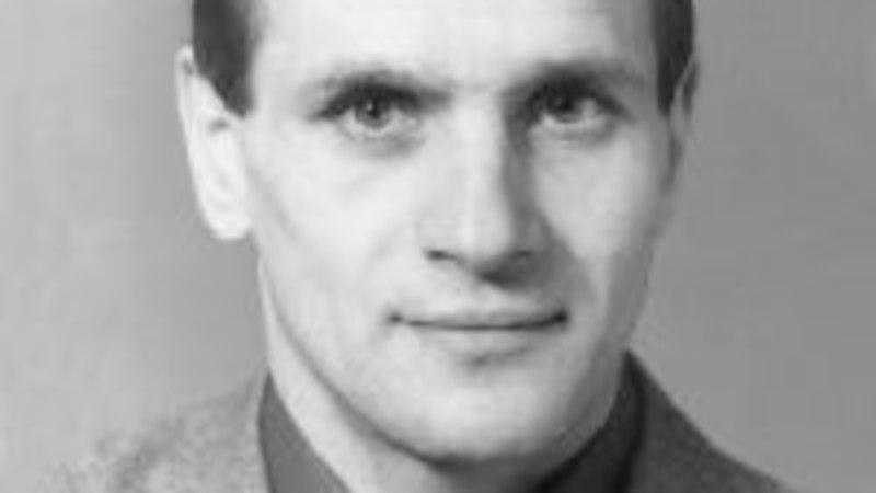Suri Eesti hokikoondise esimene iseseisvusaegne peatreener