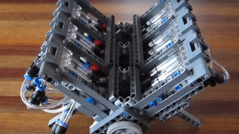 SUURTELE POISTELE: vaata, kuidas toimib LEGO-klotsidest tehtud V12 mootor