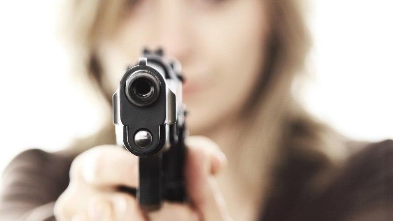 Ema tulistas meest, kes reisis maailma teisest otsast tema tütart ründama
