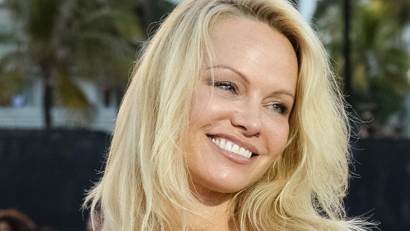 Prantsusmaa vutimehega semmiv megatäht Pamela Anderson: meil pole MMi ajal mingisugust seksikeeldu