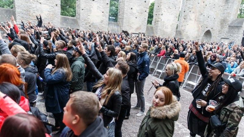 GALERII   Pirita kloostris võimsa kontserdi andnud Stone Sour: rokk-kontserdil pead kõigest halvast lahti laskma