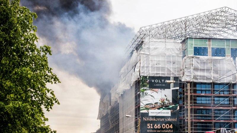 ÕL VIDEO JA FOTOD | Tallinnas põles ehitusjärgus hoone, Kalamaja mattus suitsupilve