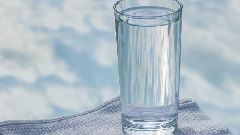 62-летний мужчина 10 дней жил со стаканом в заднем проходе