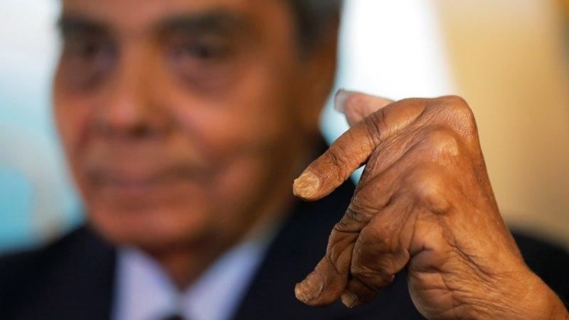 VIDEO | Maailma pikimate küünte omanik lasi viimaks endale maniküüri teha