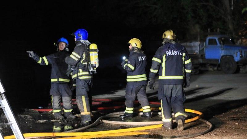 FOTOD ja VIDEO | Paljassaares põles tööstushoone