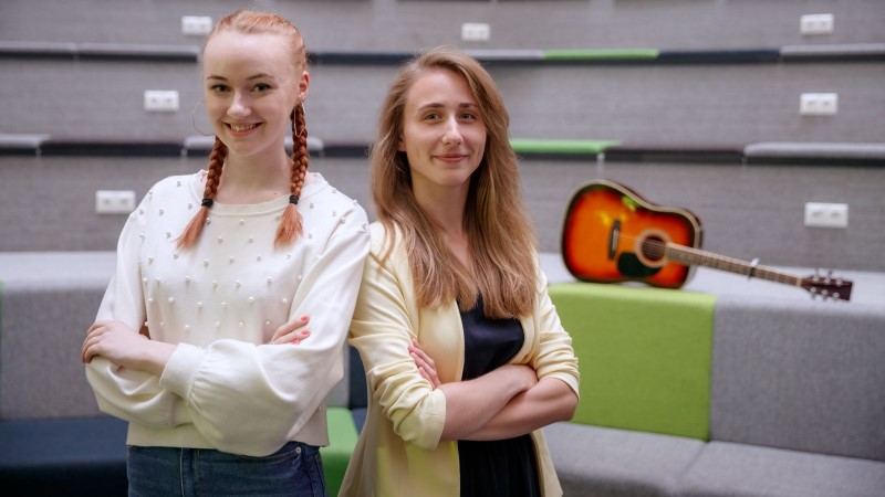 ÕL VIDEOINTERVJUU | Noortebändi poolfinalist Evelin Kivi usub imedesse: arstid ütlesid, et ma ei tohi enam laulda
