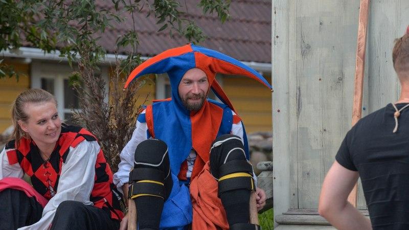 GALERII | Viljandis algasid keskaja päevad värvika rongkäiguga