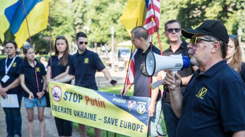 """""""Peatage Putin! Vabastage Ukraina!"""""""