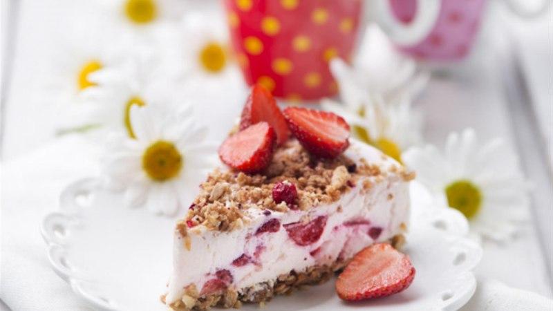 Tarretatud maasika-kohupiimakook müsliga