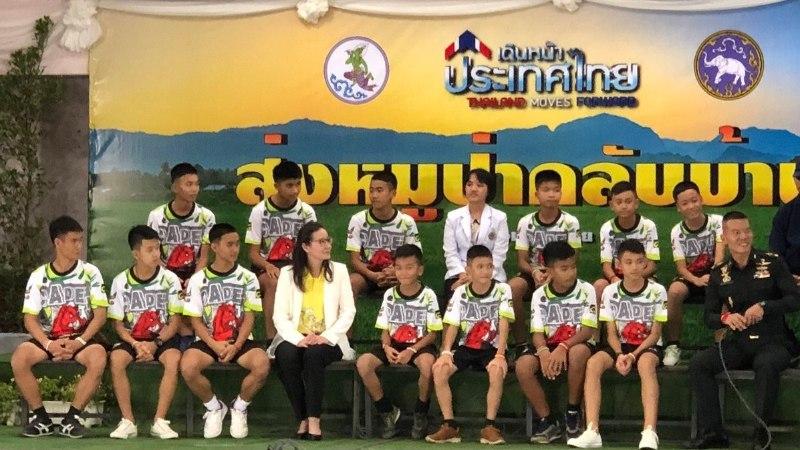 Спасенных из пещеры тайских детей откормили и отпустили домой
