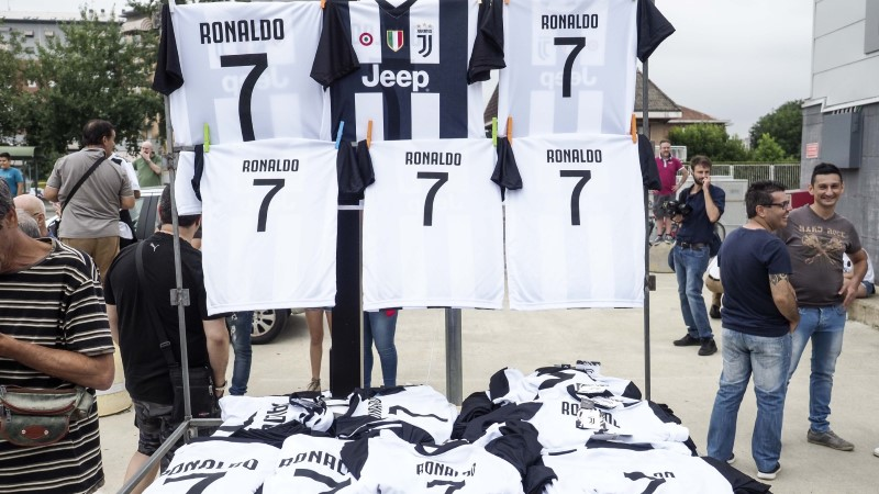 Ronaldo Juventuse särkide müügist teeniti esimese 24 tunniga 50 miljonit
