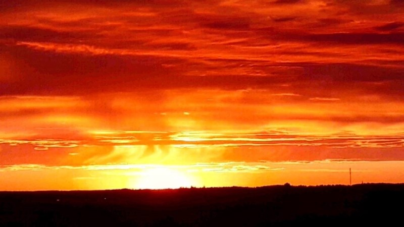 В сто сорок солнц пылал закат. Смотри, какой прекрасный закат был вчера в Эстонии
