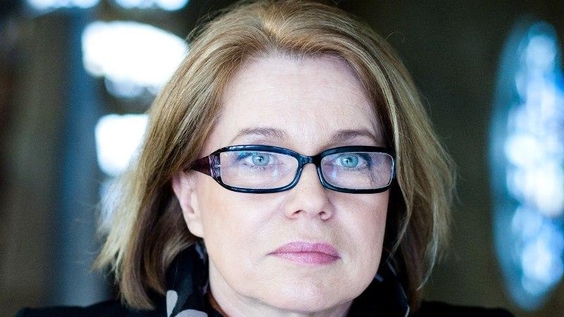 Katrin Laur | Jumalate hukk Angela Merkeli näitel