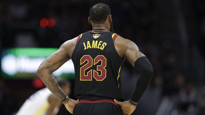 AMETLIK! LeBron James liitub Los Angeles Lakersiga