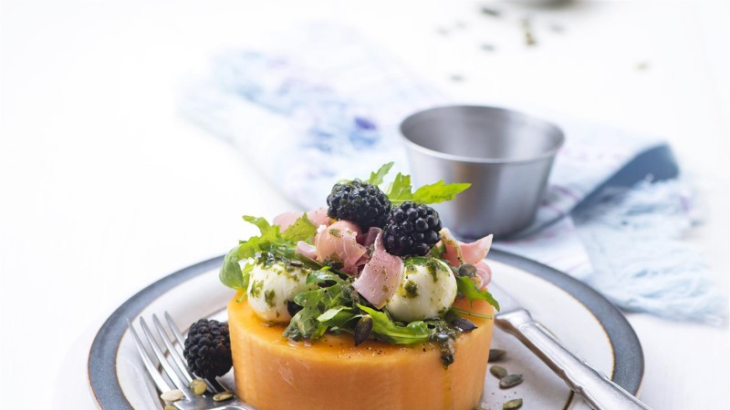 Meloni ja arbuusi aeg! Tee kodus kuumaga mõnus mahlane salat