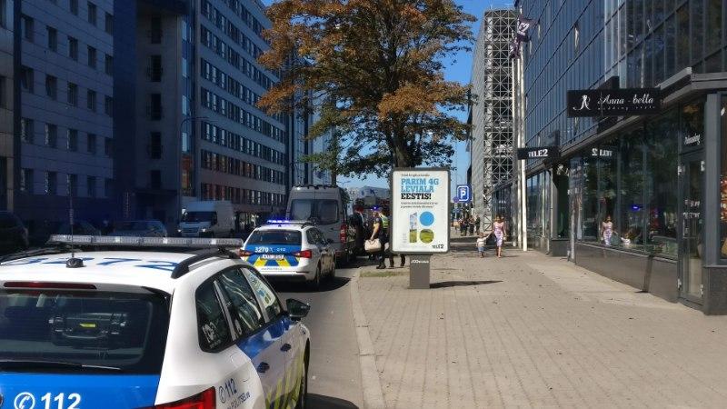 FOTOD JA VIDEO | Pommikahtlus sulges Tallinnas Jõe tänava