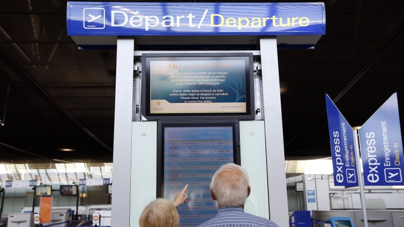 Hoiatus reisijatele: hädas abielupaari neli abikõnet lennufirmadele läks maksma 120 eurot
