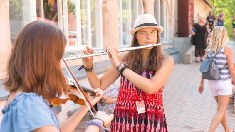 GALERII   Viljandi folgi tänavamuusikud: mõned vaatavad kurja pilguga, aga üldiselt on ikka tore