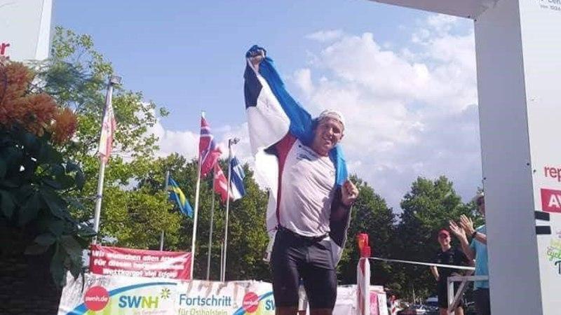 Hullumeelseks katsumuseks valmistuv ultratriatleet Ratasepp võitis MMil hõbeda, tšempion purustas maailmarekordi