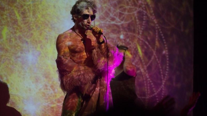 VIDEO   Ka stripparid patustavad! Marco Tasane ülistab uues loos kihilisi küpsiseid