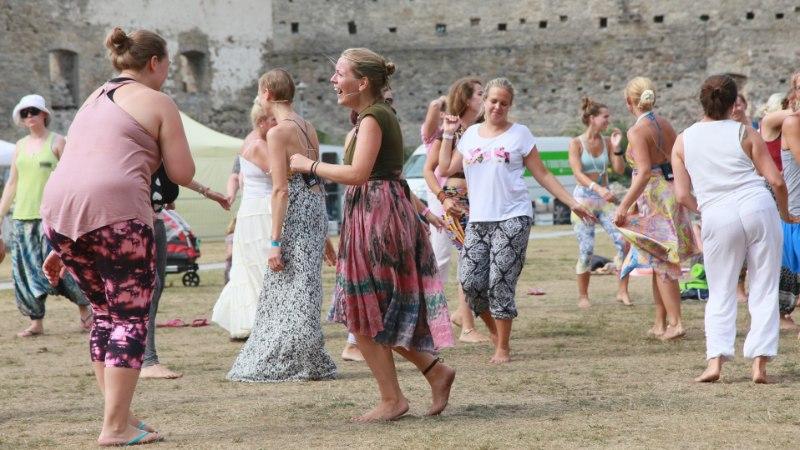 GALERII   Tantsu ja tralli! Vaata, kuidas möödus joogafestivali teine päev