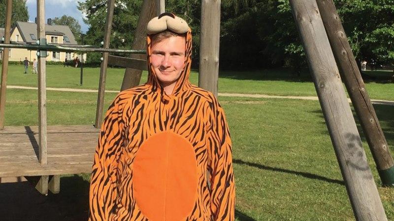 Kes on see tiigrikutsu? Uudo Sepp näitab oma kiiksuga festivaliriietust