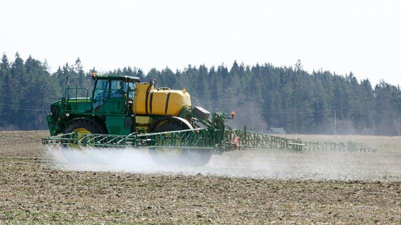 """Põllumehed hädas: """"Niipea kui põllul pritsi nähakse, on paanika lahti: mürgitatakse!"""""""