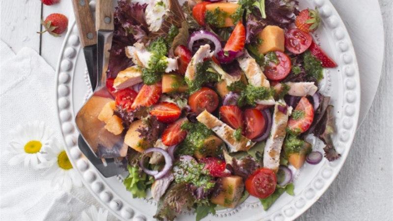 Grillitud kana ja melonisalat maasikatega