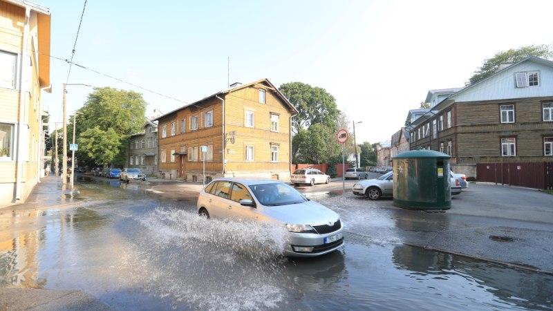 GALERII   Tallinnas Tööstuse tänaval lainetas vesi